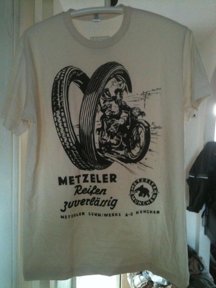 Metzeler Shirt. Nach 30 Jahren werden sie leicht ruschtig ;)